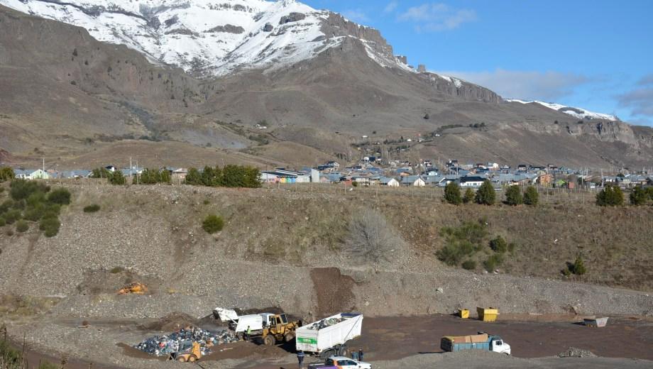 En el barrio El Portal de San Martín de los Andes funciona en forma provisoria una playa de transferencia de la basura. Foto Patricio Rodríguez