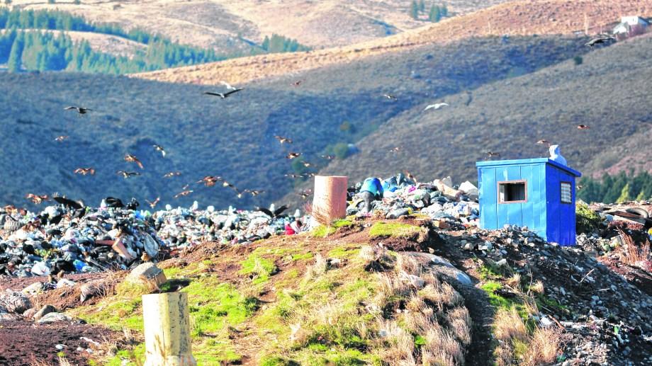 El antiguo basural ya no se puede utilizar porque está colapsado y porque hay una medida judicial que lo prohíbe.