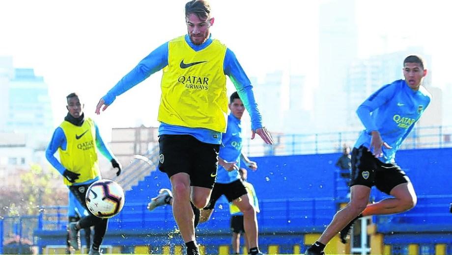 De los tres refuerzos que llegaron a Boca, Alexis Mac Allister será el único que debutará oficialmente en Boca, esta noche en Brasil.