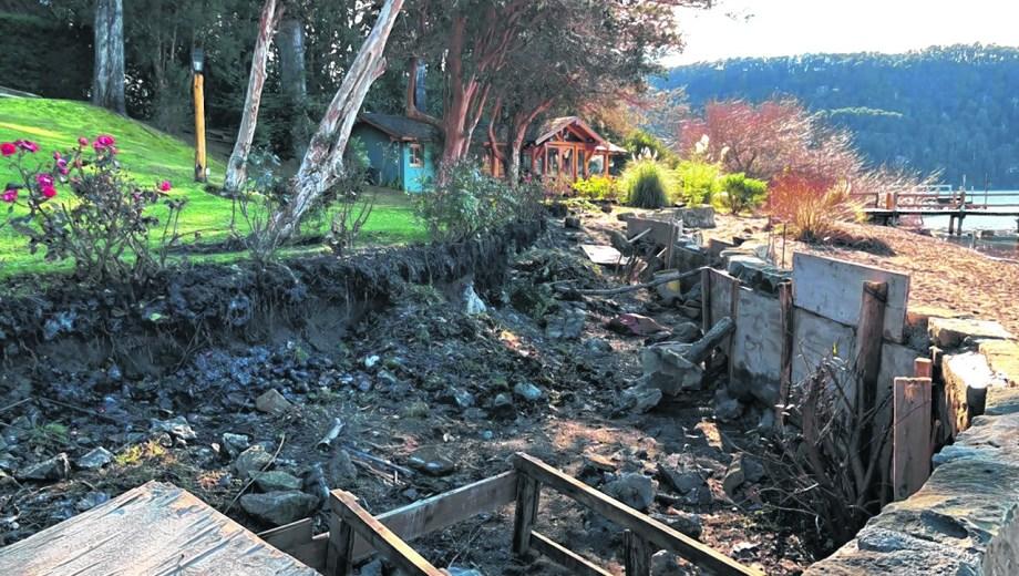El muro construido funciona de contención para un futuro relleno junto al lago Nahuel Huapi. (Gentileza)