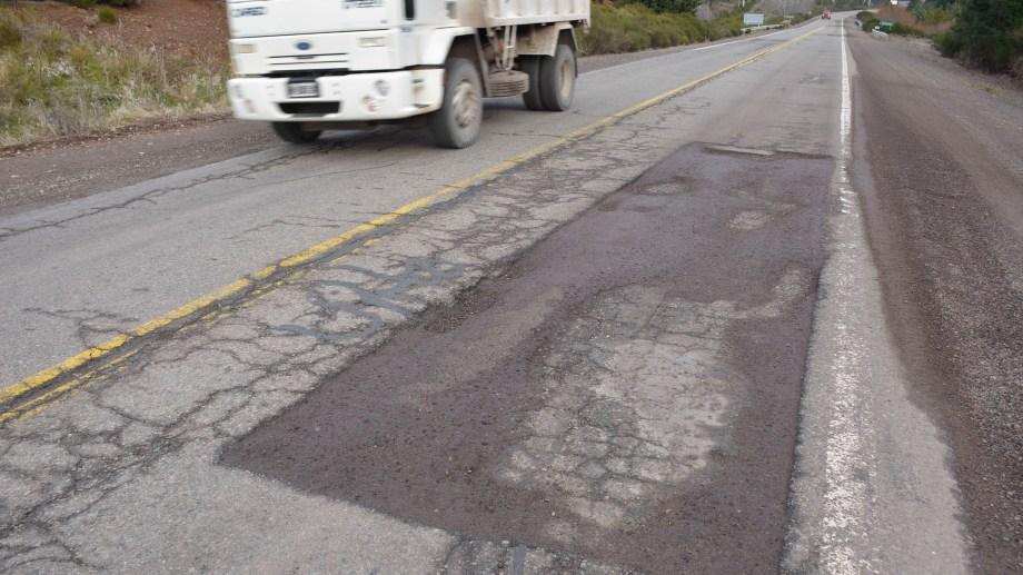 El deterioro de la ruta genera malestar entre turistas y locales. (Foto: Patricio Rodríguez)