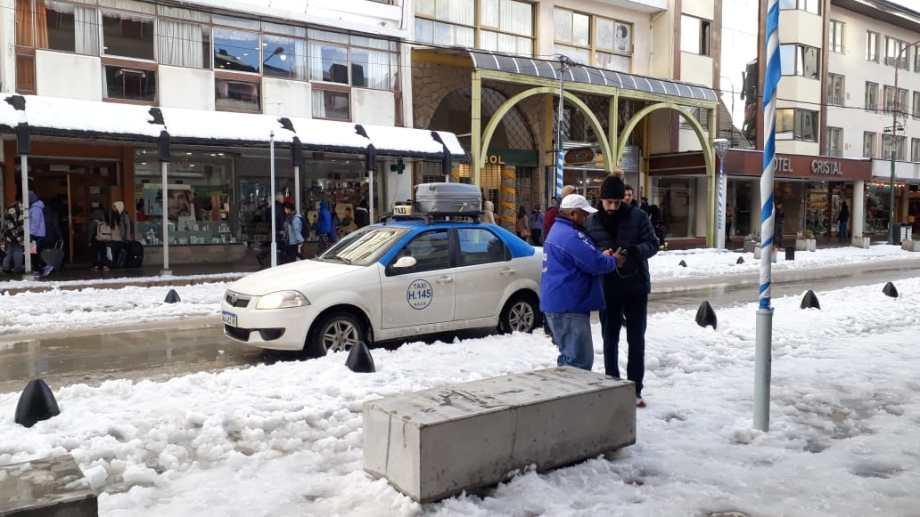 Solo los taxis trabajaron ayer. Foto: gentileza