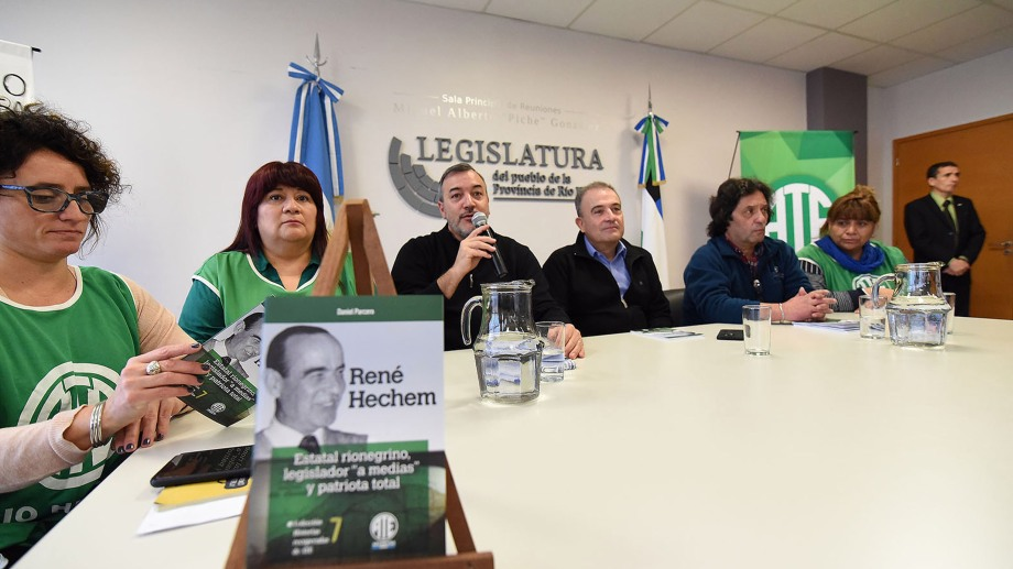 La presentación del libro se realizó en la Legislatura de Río Negro. Foto: Marcelo Ochoa.