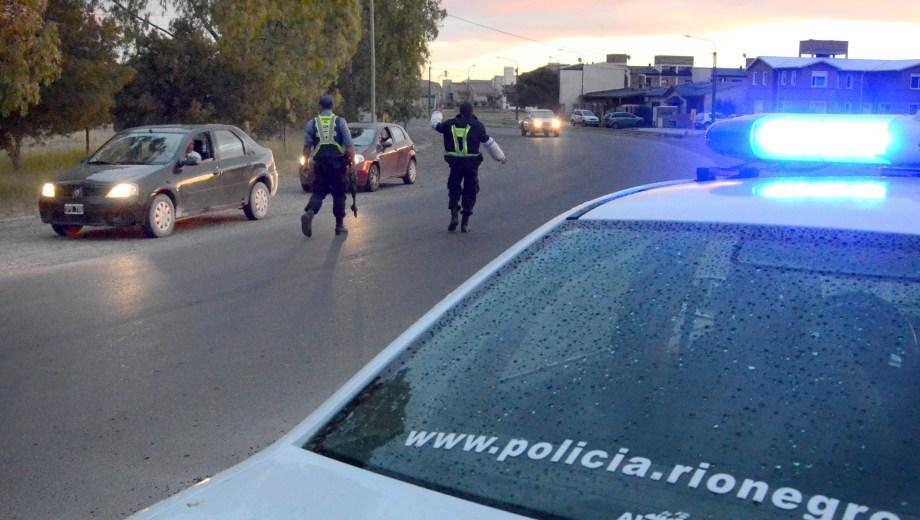 viedma - 09/01/14 la policia rionegrina monto un operativo cerrojo luego de que un hombre recibiera un disparo en su cabeza en cercanias del puente basilio villarino foto marcelo ochoa