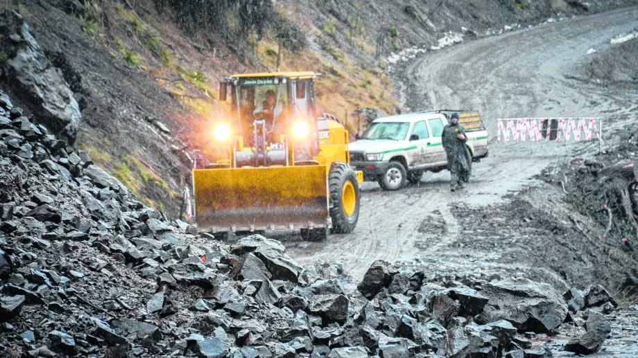 Un nuevo derrumbe en la ruta a Quila Quina