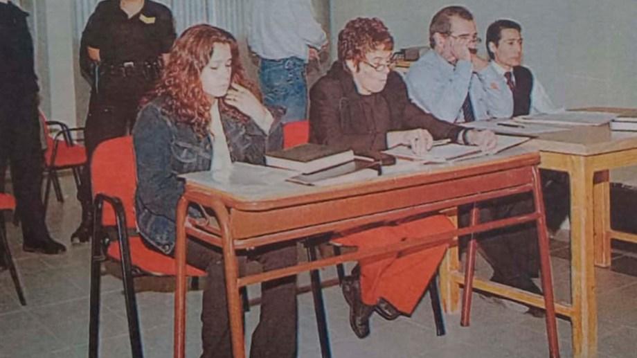 El juicio se realizó en 2004. Patricia Alonso y Carlos Soñé están en los extremos de la mesa, junto a sus abogados. (Archivo)