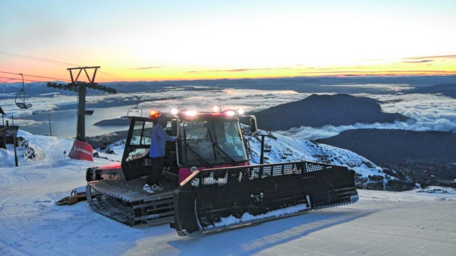 17 máquinas modelos Pisten Bully 600 y 400 tiene el cerro Catedral para acondicionar las pistas.