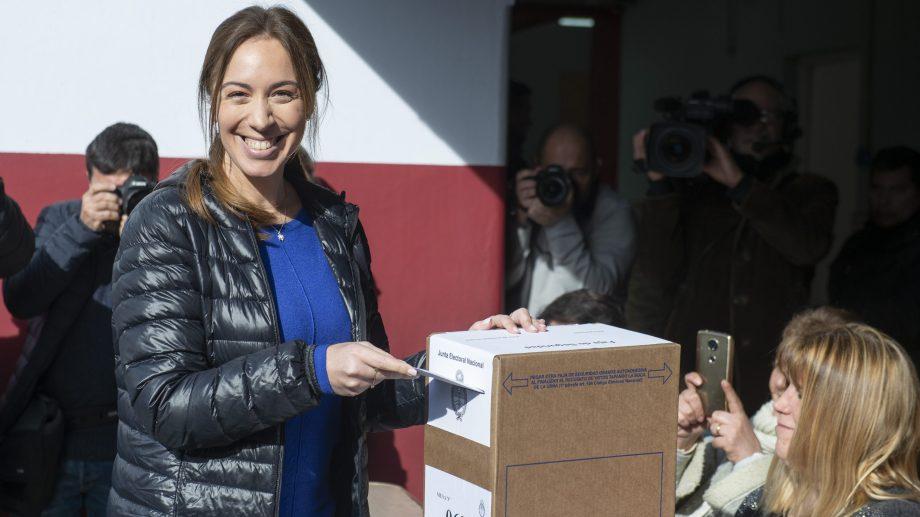María Eugenia Vidal, gobernadora de Buenos Aires, al momento de votar en Morón. Foto: Télam.