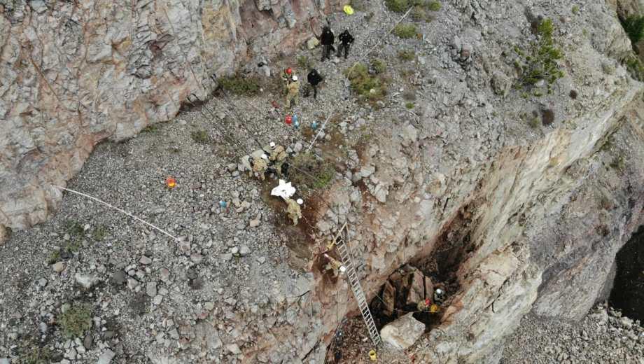 Esta mañana los técnicos hicieron una nueva evaluación de la zona del derrumbe. Foto: gentileza
