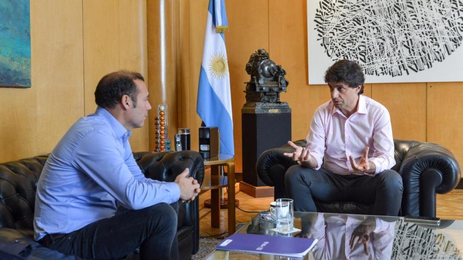 El gobernador de Neuquén se reunió esta mañana con el ministro de Hacienda, Hernán Lacunza el martes 27 de agosto. Foto: Gentileza.