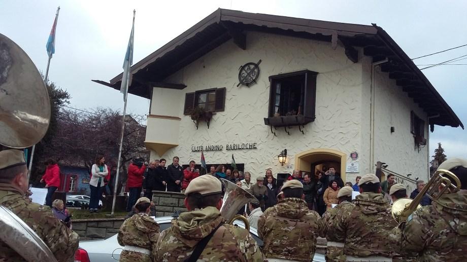 Autoridades del Club Andino Bariloche en el aniversario de la institución.