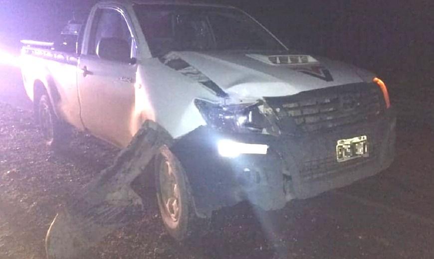 La camioneta se dirigía a Neuquén cuando chocó a un peatón que intentaba cruzar la Ruta 7 en Centenario. (Gentileza Centenario Digital).-