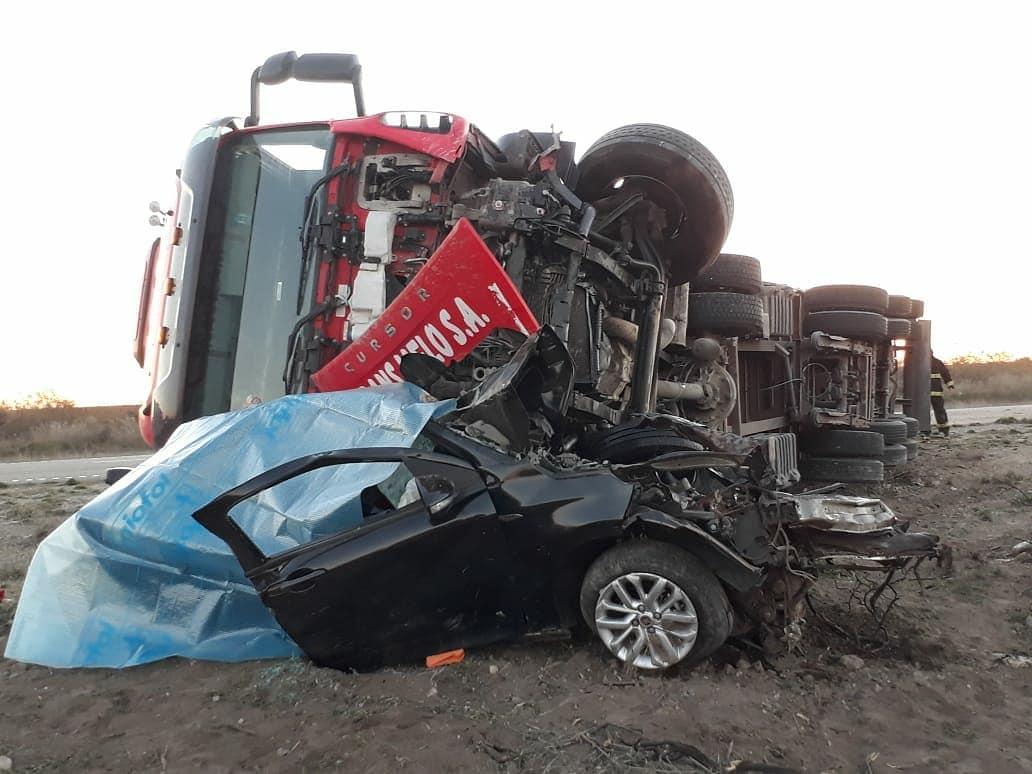 Dos personas fallecieron tras impactar contra un camión en cercanías de Río Colorado