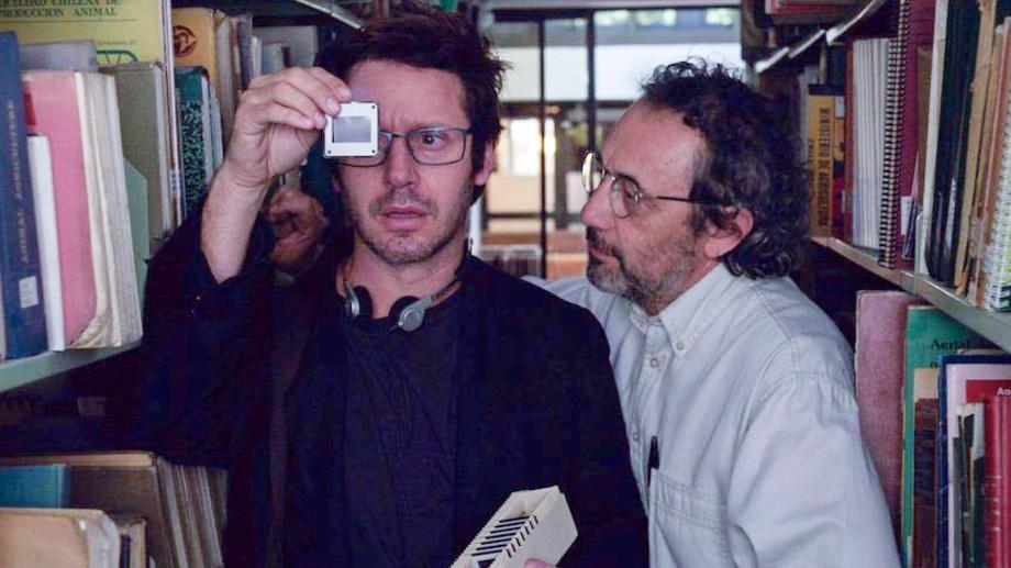 La serie se basa en el asesinato de Jonathan Moyle, un periodista británico que llegó a Chile para cubrir el tráfico de armas.