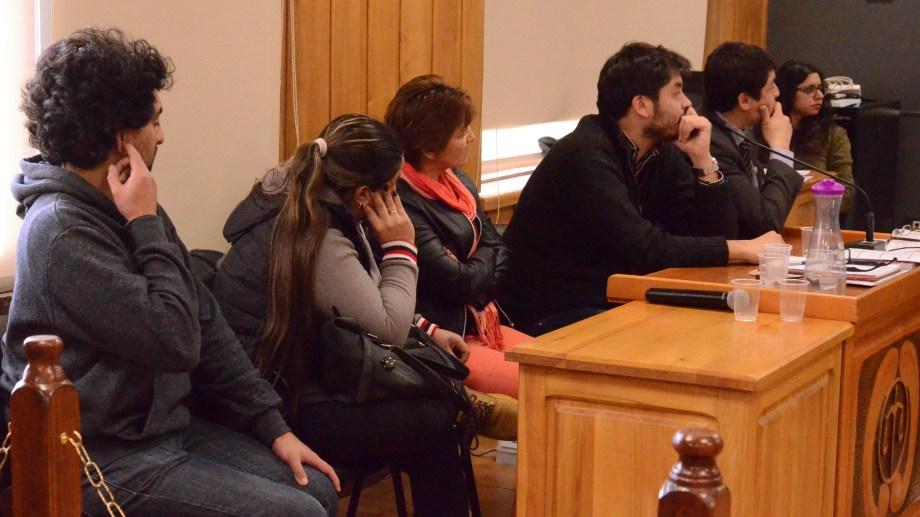 Los imputados escucharon, junto a sus defensores, los cargos que formuló el fiscal en la audiencia. (Foto: Alfredo Leiva)
