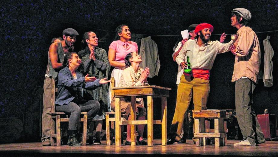 Teatro sobre teatro. La puesta que hoy se repone en Roca es un homenaje a los teatros patagónicos y a Juan Raúl Rithner.