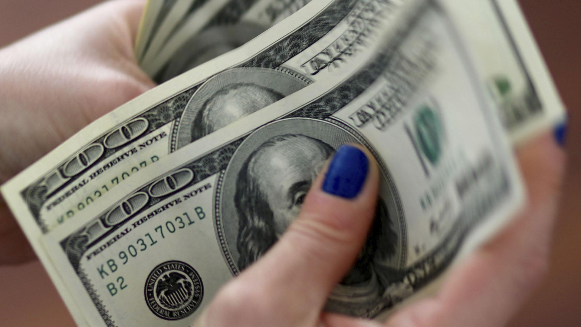 El dólar abre a $ 79,25 en el Banco Nación y sube el riesgo país