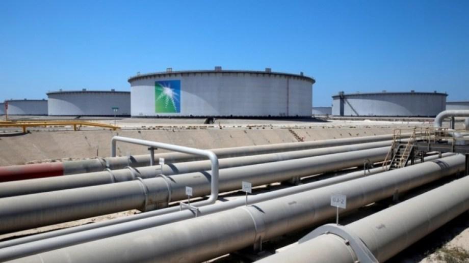 Saudi Aramco recortó su producción más de lo proyectado.