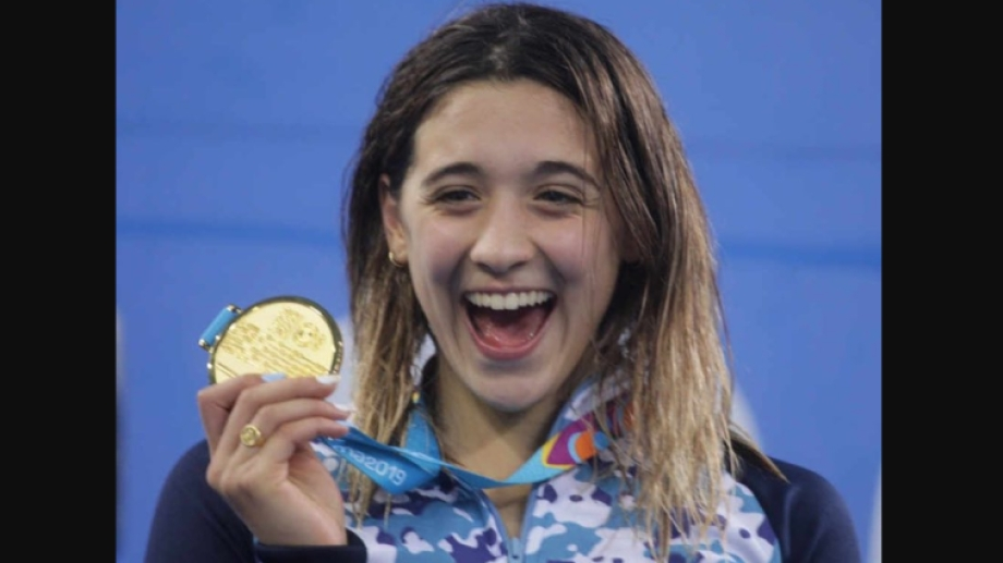Delfina Pignatiello levanta el oro.