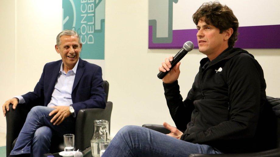 Horacio Quiroga y Martín Lousteau en la Feria del Libro. Foto Twitter @pechi_quiroga