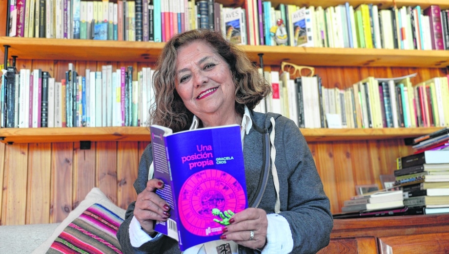 Según la autora en el poemario hay un  punto de conexión ya que hay una voz femenina que habla por todas en un ámbito íntimo.