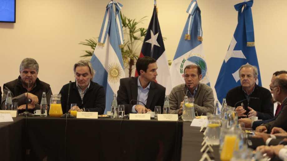 El encuentro marca el reinicio de las exportaciones de gas en firme hacia Chile, tras once años.