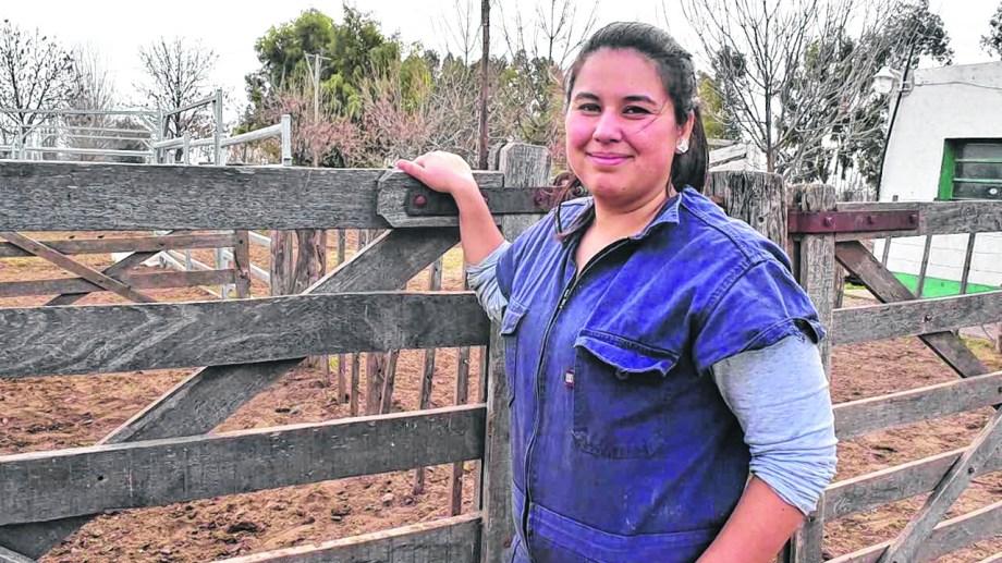 Ailin coordina el programa Pro Lana con productores ovinos. Foto: Jorge Tanos.