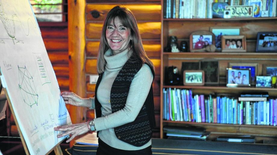 Liliana Llamas, especialista en orientación vocacional. Como parte de su labor da cursos y charlas en Buenos Aires y Bariloche, ciudad donde reside. (Foto Alfredo Leiva)