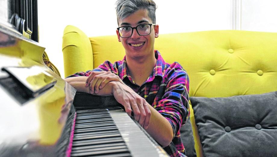 El arte de transformar los sonidos y embellecer el alma es innato en Guillermo Muñoz Du Plessis. Foto Florencia Salto
