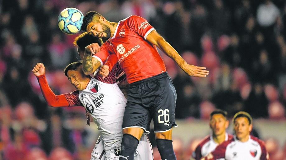 Barbosa llega a conectar el centro de Silva, pero sería Acevedo en contra de su valla el autor del 1-0.