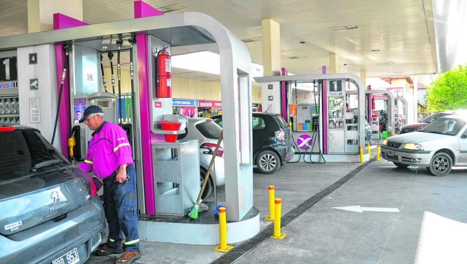 Los combustibles registraron seis aumentos en lo que va del año y su precio ascendió un 16,9%.