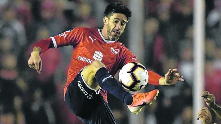 Pablo Pérez, ausente en la caída ante Estudiantes, regresa a la titularidad en Independiente.