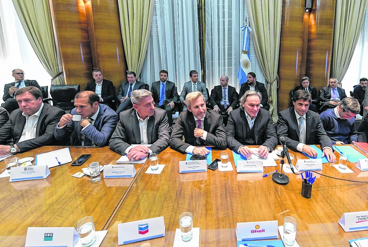 Imagen reunion gobierno y provincias petrol 10879574 - La segunda crisis que afecta a Vaca Muerta