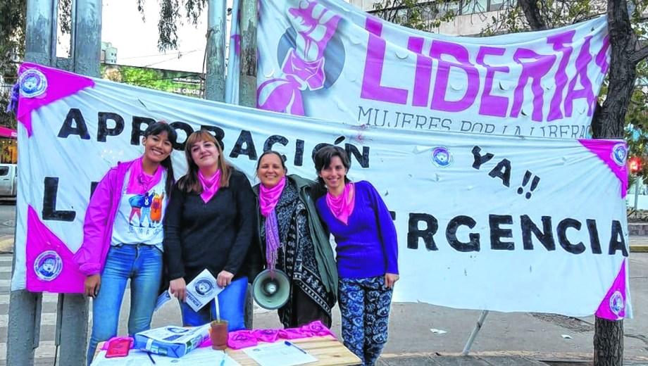 Mariana y Diana, a la derecha de la foto, compartiendo la lucha.