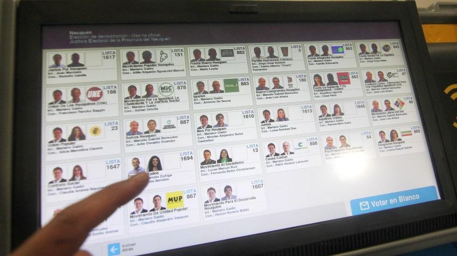 Según la jueza, el diseño no afecta la equidad porque todas las agrupaciones tienen igual espacio en pantalla. Foto: archivo