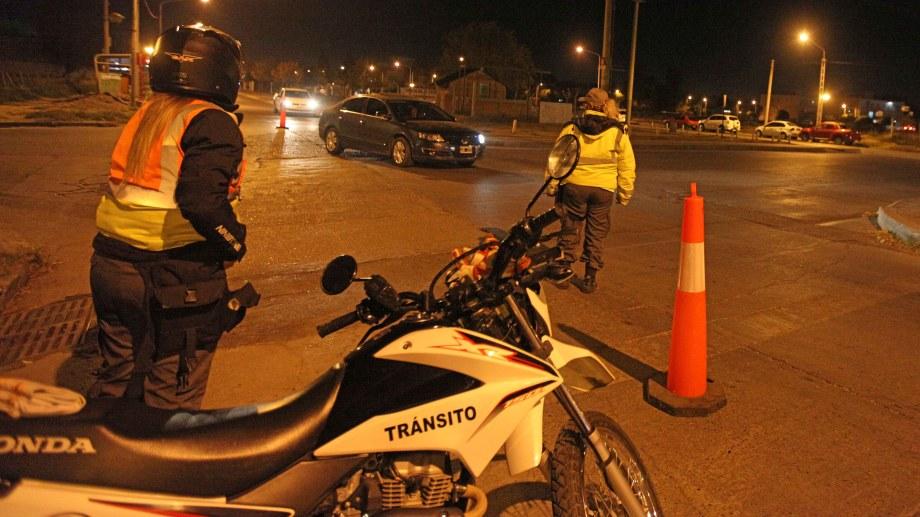 Las inspectoras de tránsito son agredidas por los infractores. Foto: Archivo Juan Thomes