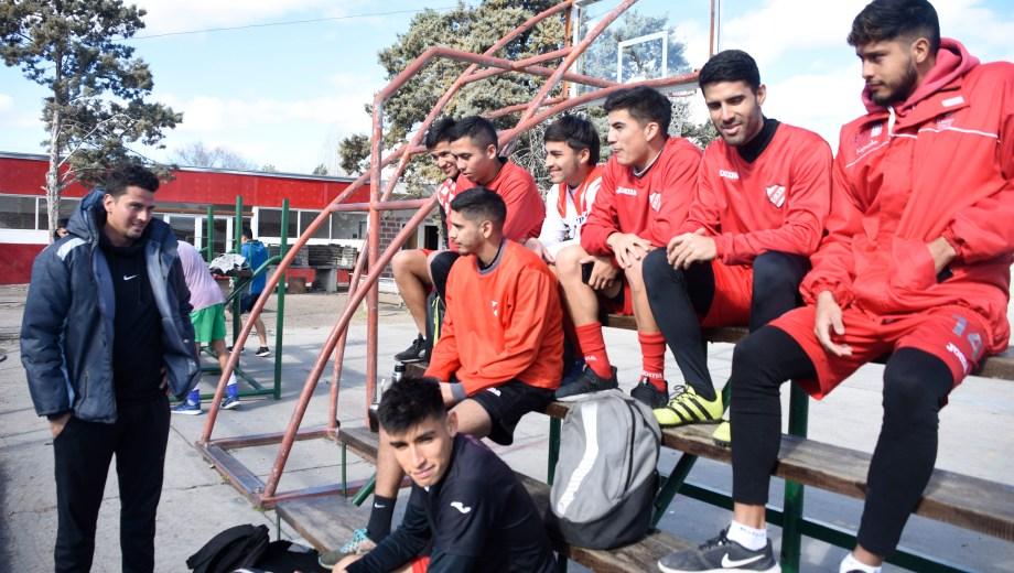 El DT tuvo sus dos primeras prácticas en la sede del club. De miércoles a viernes será en La Chacra. (Fotos: Juan Thomes)