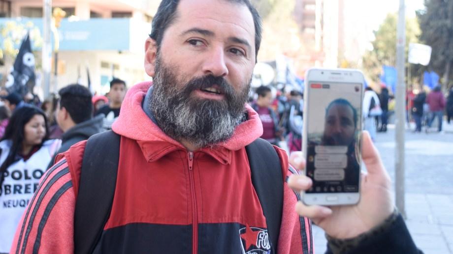 """Diego Mauro, ddirigente del FOL, explicó que la consigna de la protesta es """"Macri la deuda es con el pueblo, no con el FMI"""". (Archivo Juan Thomes).-"""