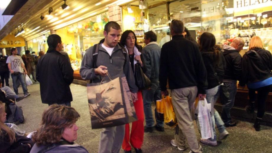 Los comercios adheridos al Bariloche Sale suman más de 100. Archivo