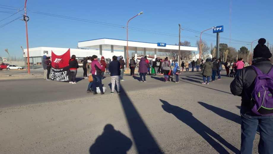 Los manifestantes ya se encuentran cortando el paso de los vehículos. (Foto: Gentileza)