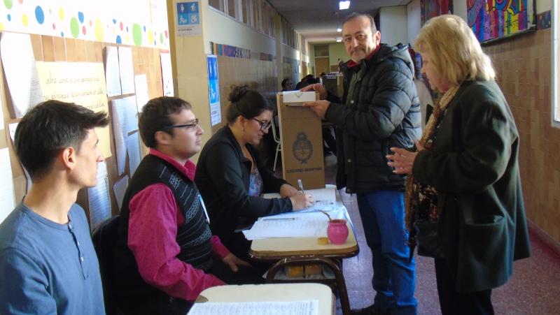 El diputado provincial y candidato a diputado nacional Raúl Godoy también emitió su voto a la mañana.