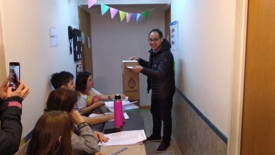El diputado Sergio Wisky y candidato a renovar la banca votó en Bariloche. Archivo