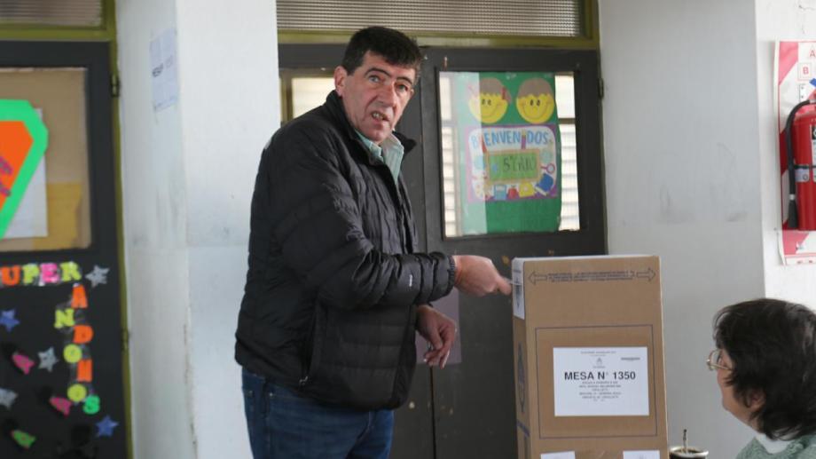 El intendente electo de Cipolletti, Claudio DI Tella votó y criticó las PASO. (Gentileza Moni Plaza)