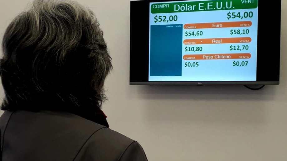 Cotización del dólar hoy al inicio de las operaciones. Foto: Mauro Pérez.