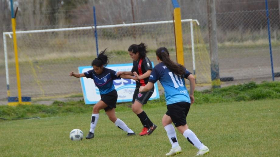 En el partido inaugural, Villa Linch goleó a Villa Congreso por 7 a 0. Foto: Gentileza Alma Deportiva.