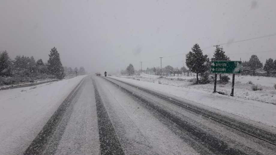 Extrema precaución al circular por nieve en la Ruta 40 entre Bariloche y El Bolsón. Gentileza