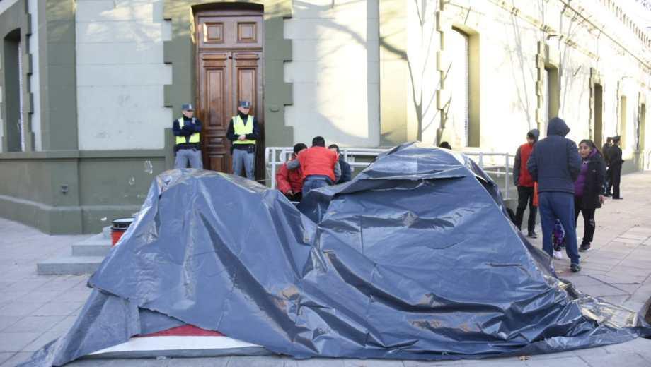 Las organizaciones sociales anunciaron que el miércoles harán un acampe frente a ka Casa de Gobierno. (Archivo: Florencia Salto).-