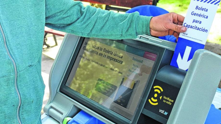La capital neuquina votará por segunda vez con Boleta Única Electrónica para jefe comunal.