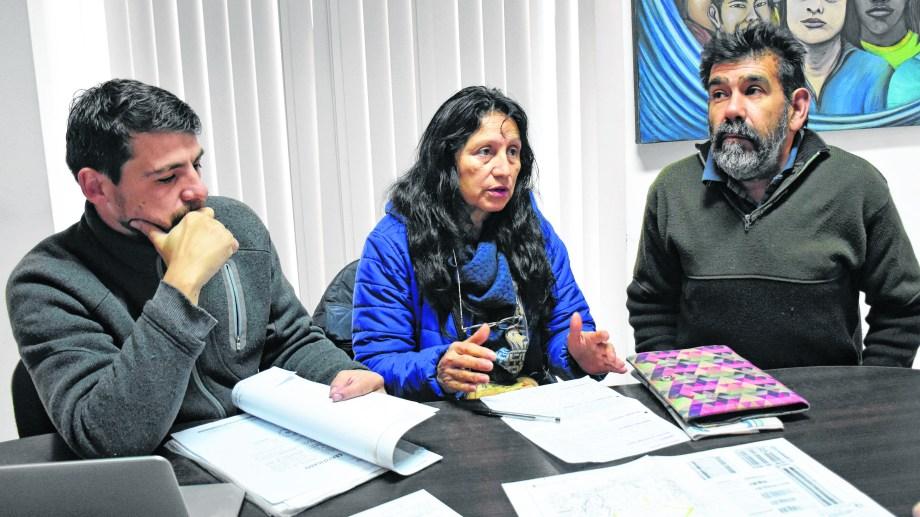 La familia Cárdena denuncia que la empresa irrumpió en su terreno de manera violenta.