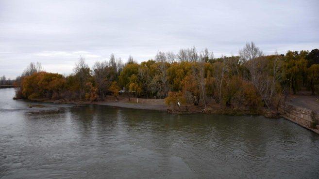 Crece el caudal del río Neuquén por maniobras de las hidroeléctricas